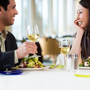 couple-on-a-dinner-date-article
