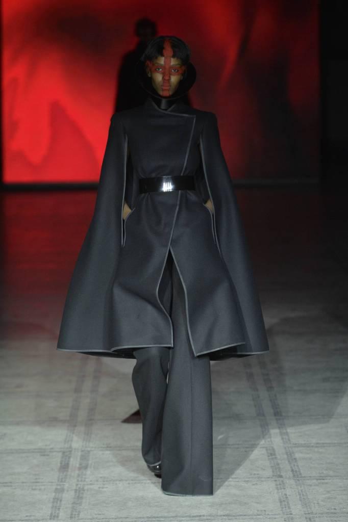 2016-Fall-Fashion-Woman-Gareth-Pugh-Collection
